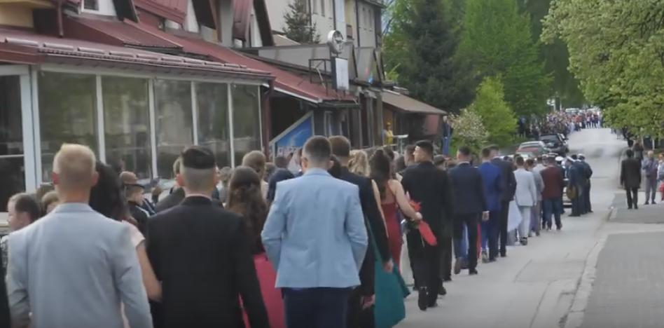 Defilirali maturanti srednje Mješovite škole Vitez