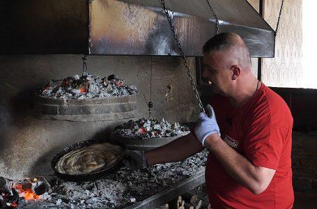 Devet radnica prave pite ispod saća ili peke