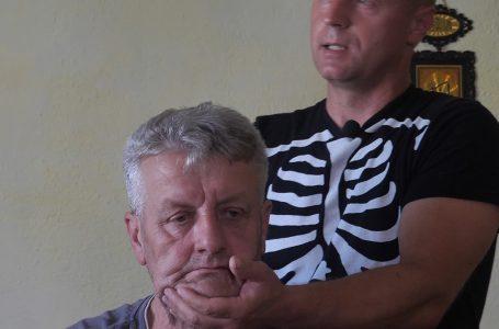 Kiropraktičara sa buvljaka pogledalo pola milijuna ljudi na kanalu YouTube diljem svijeta
