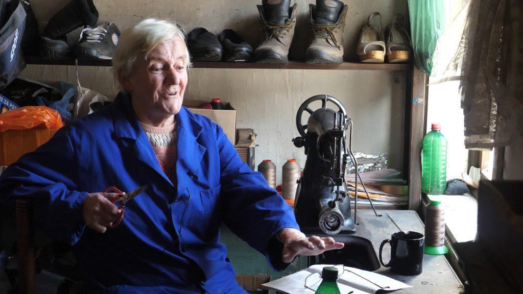 Jedina obučarka u BiH u 83. godini još radi i čita ljubavne romane