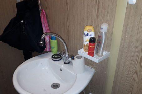 Živi u WC-u na baušteli usred Beča!