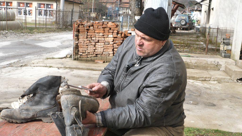 Adem Salčinović iz Dusine jednom u životu kupio nove cipele broj 52