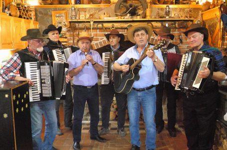 Glazbenici uživali u sviranju i pjevanju